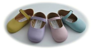 Baby girls' leather shoes in pastel colours