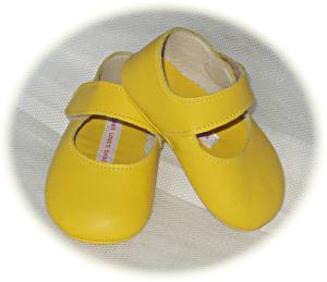 Baby girls' leather shoes in bright yellow